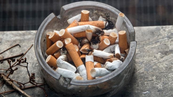 Ein Zweijähriger aus Indonesien raucht bis zu 40 Zigaretten am Tag (Symbolbild).