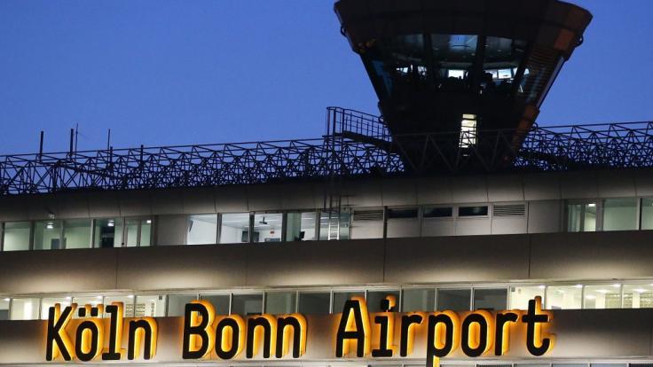 Am Flughafen Köln/Bonn ist ein Geldtransporter überfallen worden (Symbolbild).