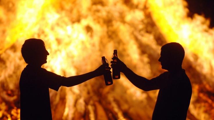 Die Sommersonnenwende wird vielerorts mit Lagerfeuern und berauschenden Festen gefeiert. (Foto)