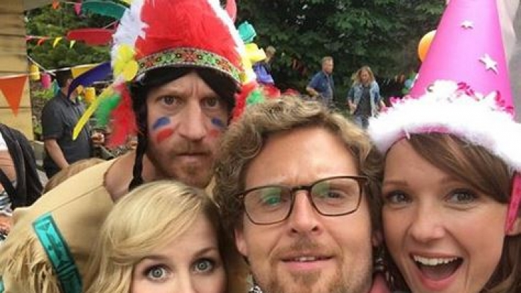 Axel Stein und seine Filmkollegen am Set von