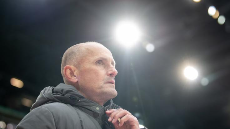 Der FC Augsburg muss am Sonntag gegen Wolfsburg ohne Trainer Heiko Herrlich auskommen.