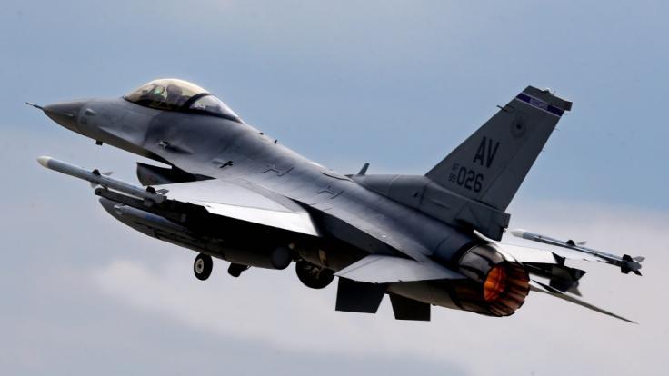 Ein F16-Kampfflugzeug ist am Dienstag nahe Trier abgestürzt. (Foto)