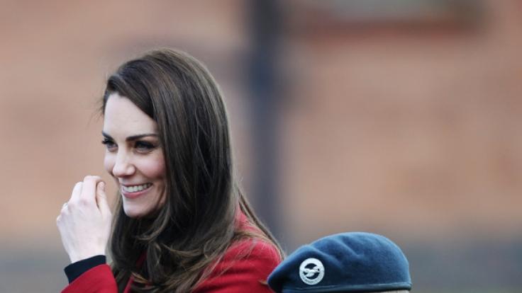 Schützende Hand auf dem Bauch: Verrät Kate hier ein süßes Geheimnis? (Foto)