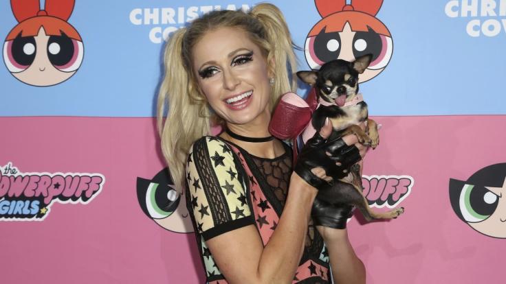"""Auch Paris Hilton ist ein Fan von Christian Cowan, hier in einem Outfit aus seiner """"Powerpuff Girls""""-Kollektion. (Foto)"""