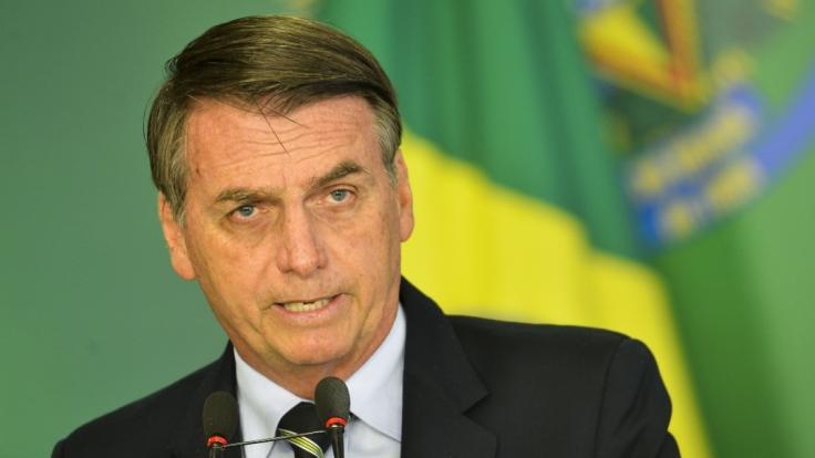 Der brasilianische Präsident Jair Bolsonaro hat sich mit einem obszönen Video in die Kritik gebracht.