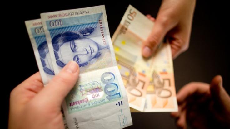 Auch 14 Jahre nach Einführung des Euro kann man in einigen Geschäften noch immer mit der D-Mark bezahlen.