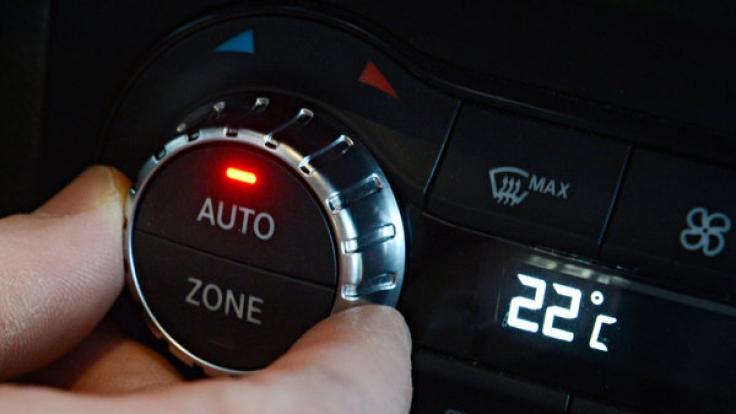 Die Klimaanlage sollte im Sommer auf 22 Grad eingestellt werden.
