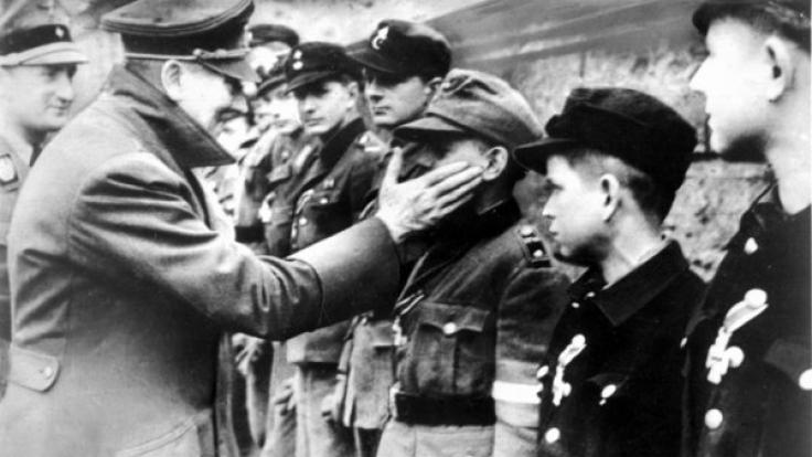 Ein Bildband über Adolf Hitler ist für eine ganz besondere Zielgruppe. (Foto)