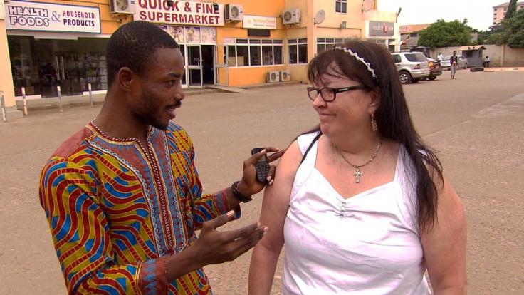 Arme Elvira: Mitten in der Nacht steht sie allein in Accra und findet nicht zurück zu der gemeinsamen Wohnung. (Foto)