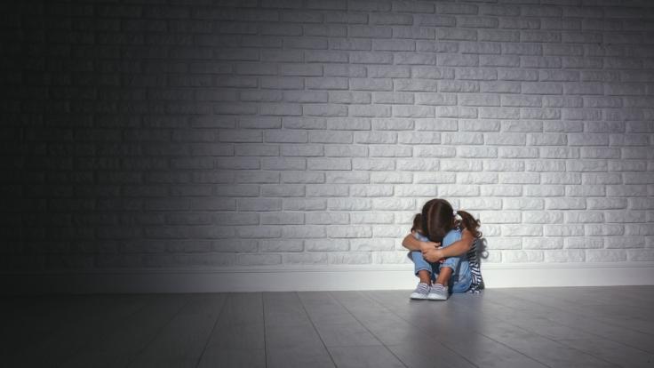 Ein neun Jahre altes Mädchen aus Italien soll mehrfach missbraucht worden sein - ihre eigenen Eltern haben angeblich die Prostitution ihrer Tochter organisiert (Symbolfoto).