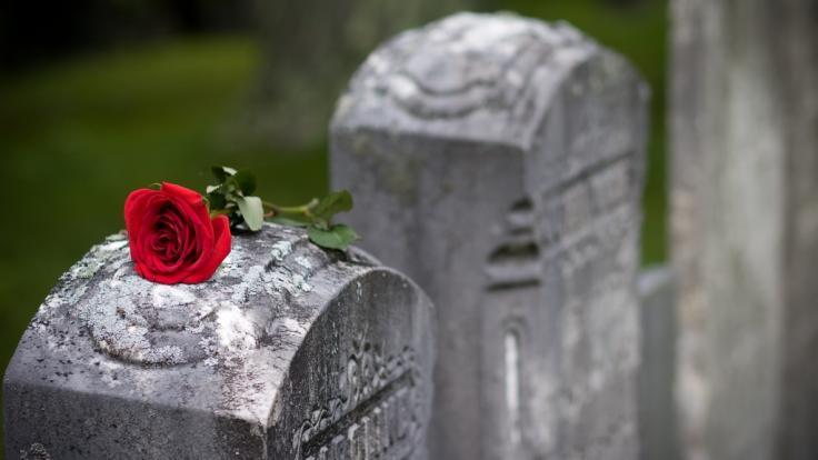 Trauer um Tony Selby: Der britische Schauspieler ist im Alter von 83 Jahren gestorben (Symbolbild). (Foto)