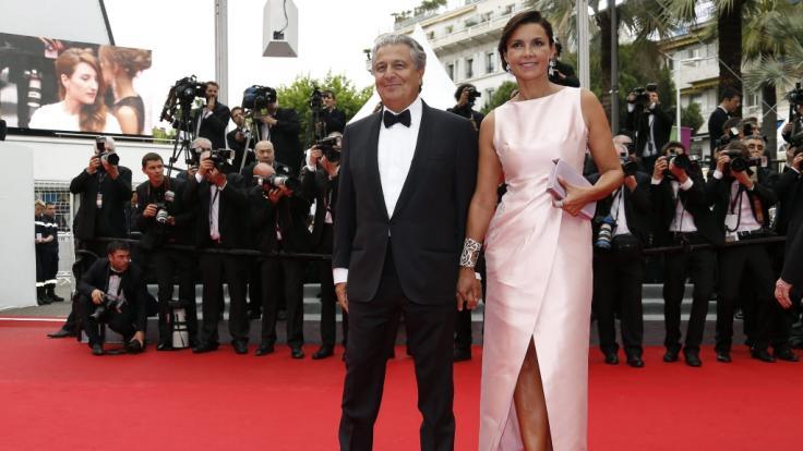 Christian Clavier ist mit seiner Partnerin Isabelle De Araujo zusammen. (Foto)