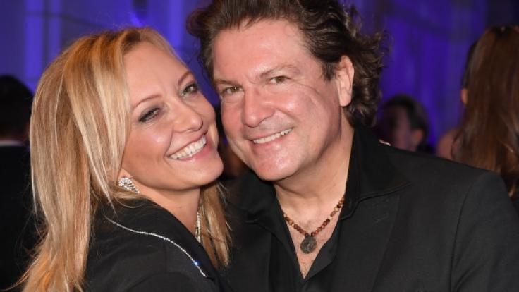 Seit zwei Jahren auch ohne Trauschein verliebt: Schauspieler Francis Fulton-Smith und seine Freundin Claudia Hillmeier. (Foto)