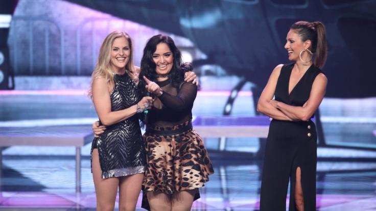 Sandy Mölling (li.) tanzt in einem Team mit Bahar Kizil (m.).Nazan Eckes (re.) moderiert die Show.