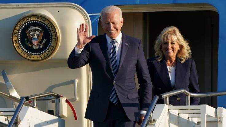 Joe und Jill Biden müssen sich vorerst trennen. (Foto)