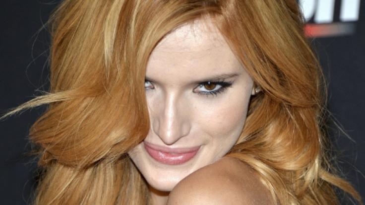Bella Thornes Look auf dem Cover der