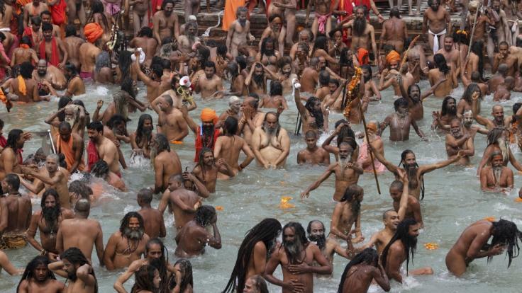 Trotz Corona: Gläubige drängen sich dicht an dicht beim Kumbh Mela-Festival. (Foto)