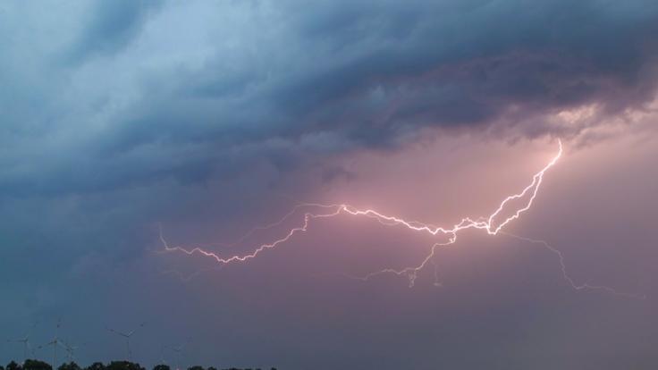 An den kommenden Tagen verhageln Gewitter die erste Hitzewelle des Jahres.