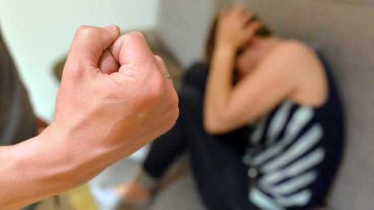 Brutalem Ehemann drohen bis zu zehn Jahre Haft (Symbolbild).