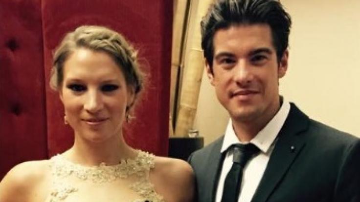 Philipp Danne mit seiner Verlobten Viktoria Schüßler.