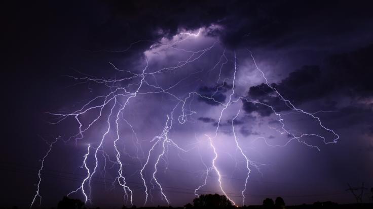 Am Wochenende drohen zahlreiche Gewitter in ganz Deutschland. (Foto)