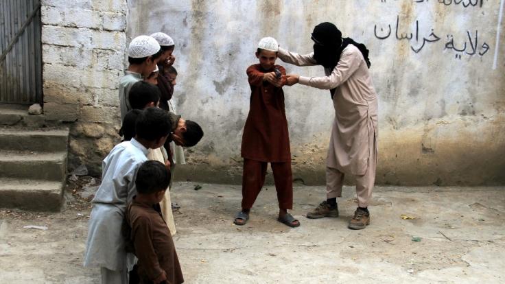 """Der """"Islamische Staat"""" unterhält regelrechte Ausbildungslager für seine Kindersoldaten. (Foto)"""