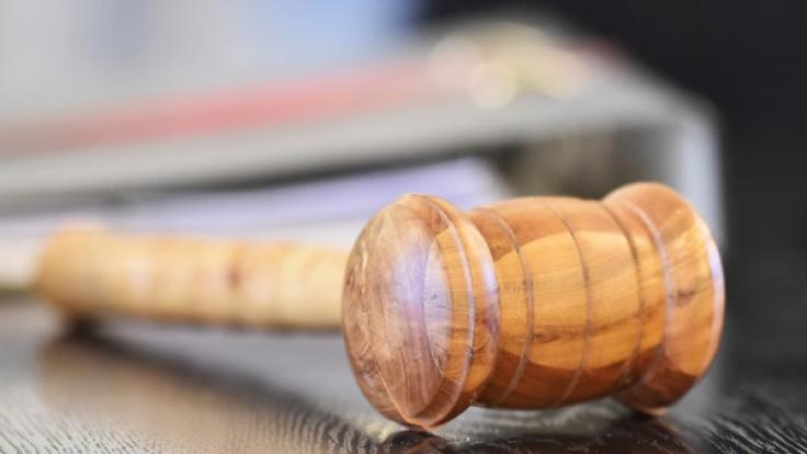 Ein Flüchtling aus Ghana musste sich wegen der Vergewaltigung eines 15-jährigen Mädchen vor Gericht verantworten - doch das Urteil löste Wirbel aus (Symbolbild).
