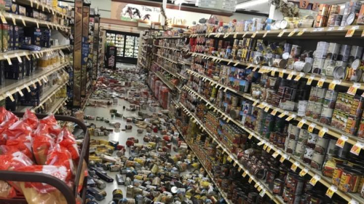 Das schwerste Erdbeben seit 20 Jahren hat am Donnerstag den Süden Kaliforniens erschüttert - in Ridgecrest fielen aufgrund der Erschütterungen Lebensmittel aus Supermarktregalen. (Foto)
