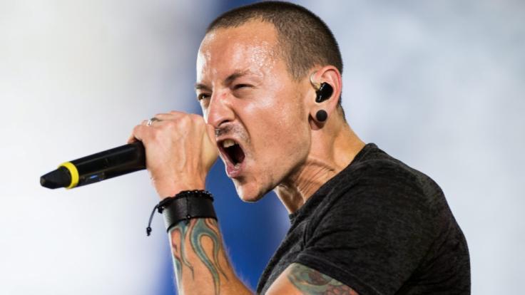 """Chester Bennington, der Sänger der Band """"Linkin Park"""", wäre im März 2019 43 Jahre alt geworden. (Foto)"""