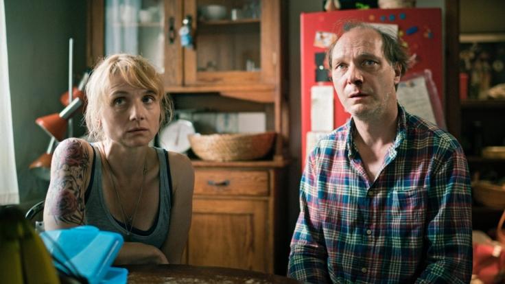 Auch Antonias Vater Thomas (Martin Brambach) und Stiefmutter Kati (Christina Große) wissen nicht mehr weiter.