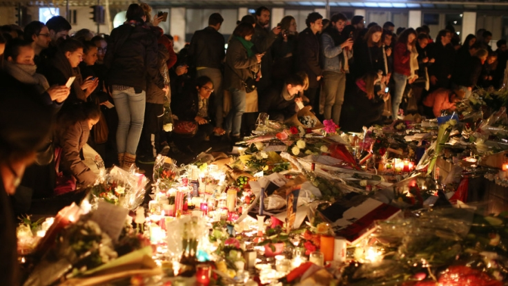 Unter den 132 Opfern, die bei den Terror-Anschlägen in Paris am 13. November 2015 ums Leben kamen, war auch mindestens ein Deutscher.