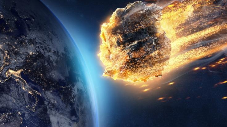 Ein massiver Asteroid könnte schon in wenigen Jahren der Erde gefährlich nahe kommen und mit einem Einschlag für Verwüstung sorgen (Symbolbild).