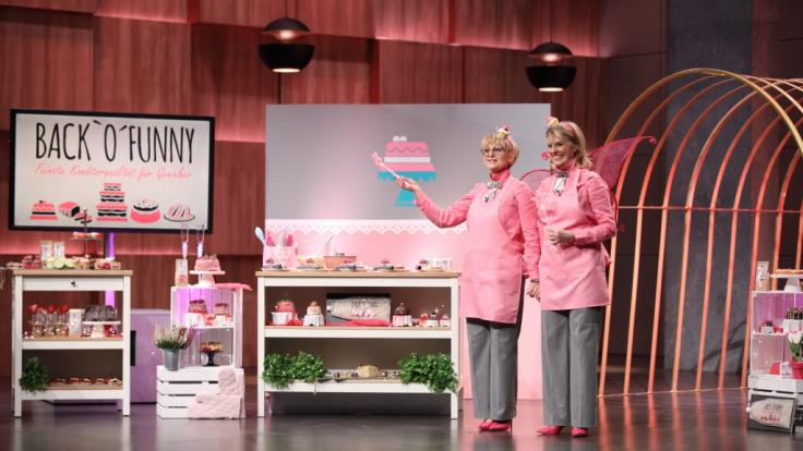 Sabine Kämper und Gisela Huesges-Schnabel stellen bei DHDL ihre Backmischungen BACK'O'FUNNY vor. (Foto)
