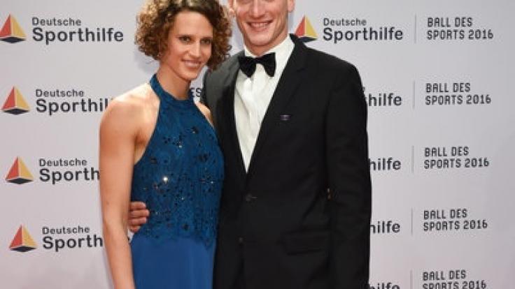 Lena Schöneborn mit Freund Alexander Nobis beim Ball des Sports. (Foto)