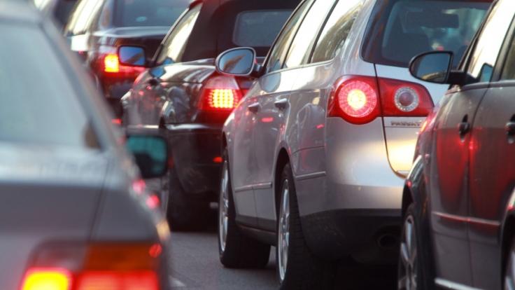 Um Christi Himmelfahrt herrscht auf deutschen Autobahnen reger Verkehr.