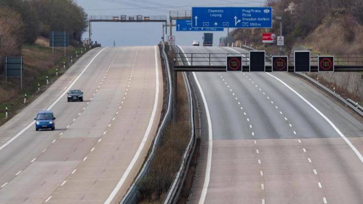 Oster-Stau? Fehlanzeige! Auf der Autobahn A4 sind derzeit nur wenige Autos zu sehen. (Foto)