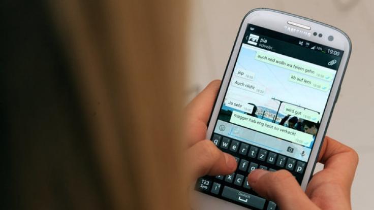 Whatsapp-Nutzer werden aktuell vor einem vermeintlichen Update des Messaging-Services gewarnt. In Wirklichkeit soll es sich dabei um eine Abofalle handeln. (Foto)