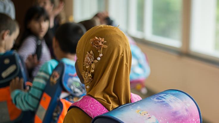 Sind Kopftücher an Schulen bald verboten?