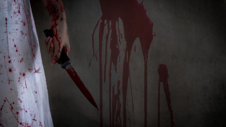 Die Tochter schnitt ihrer Mutter den Kopf ab. (Foto)