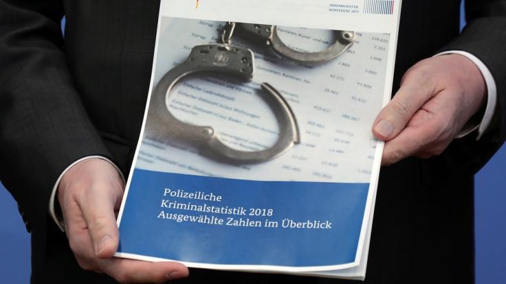 Am Dienstag stellte Bundesinnenminister Horst Seehofer in Berlin die Polizeiliche Kriminalstatistik 2018 vor. (Foto)