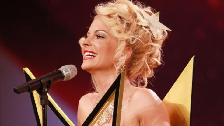"""Biggi Bardot zeigt ihre """"goldenen Buzzer"""". (Foto)"""
