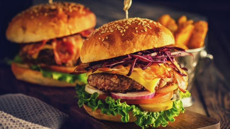 Erhöht der Verzehr von Fastfood wie Hamburgern tatsächlich das Risiko, an Alzheimer zu erkranken? (Foto)