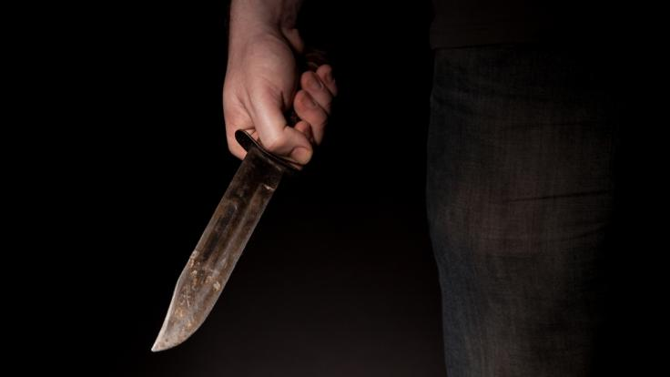 Eine Frau hat einer 7-Jährigen die Kehle durchgeschnitten. (Foto)