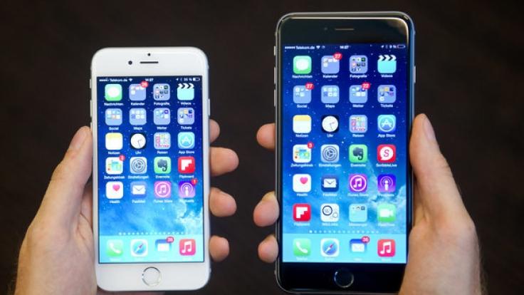 Am 12.04.2017 gibt es das iPhone 6 Plus (r.) für 479 Euro bei Aldi.