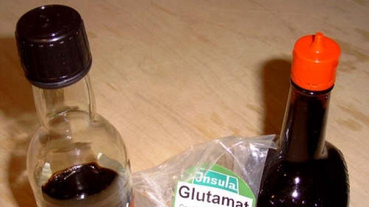 Glutamat ist als weißes Pulver erhältlich, ist aber auch in Soja- und Würzsoßen enthalten. (Foto)
