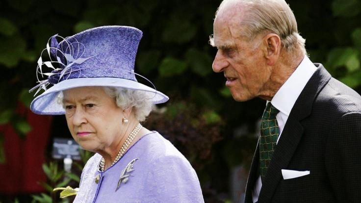 Queen Elizabeth II. ist alles andere als belustigt über die Gerüchte, die aktuell über ihren Ehemann Prinz Philip kursieren. (Foto)