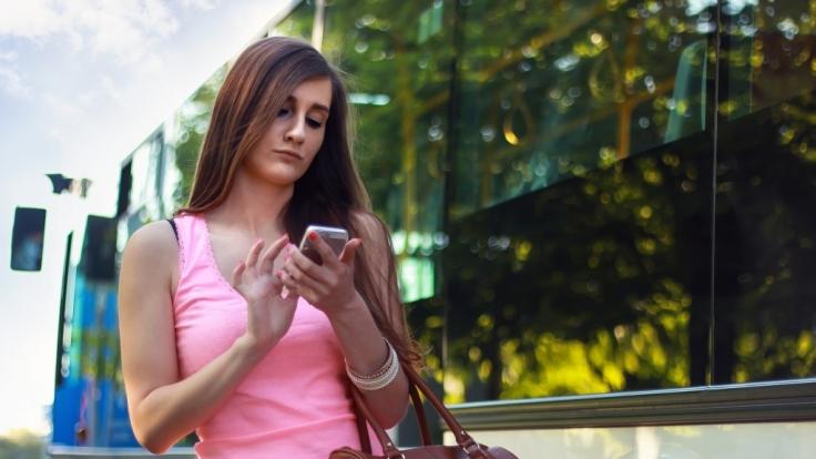 Beim Abschluss eines Mobilfunkvertrages tappen viele Verbraucher schnell in die Kostenfalle.