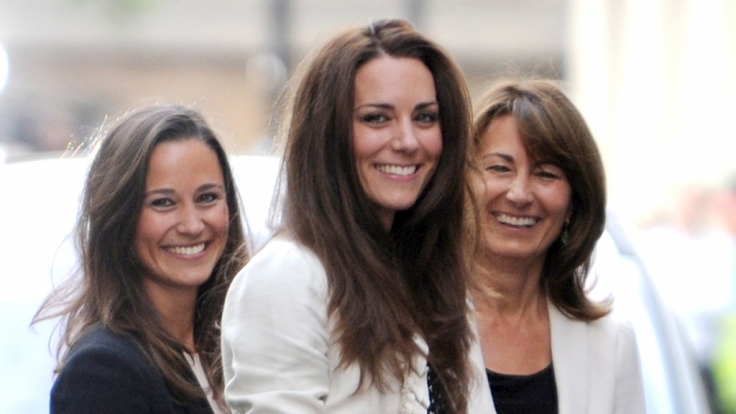 Kate Middleton mit ihrer Schwester Pippa und Mutter Carole. (Foto)
