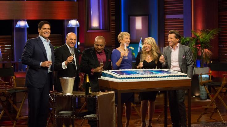 "Die Jury von ""Shark Tank"" (v.l.: Mark Cuban,Kevin O'Leary,Daymond John,Barbara Corcoran,Lori Greiner und Robert Herjavec). (Foto)"