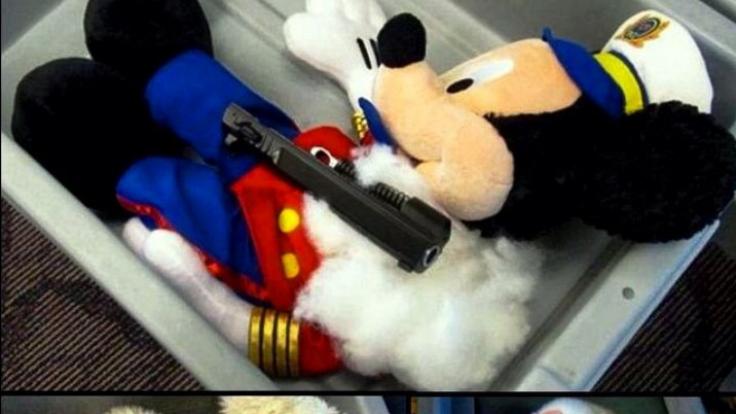 Dass Mickey Mouse mal als Pistolen-Held enden würde, hatte bestimmt auch keiner gedacht.